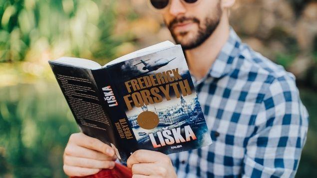 Osmdesátiletý Frederick Forsyth napsal špionážní thriller pro 21.století