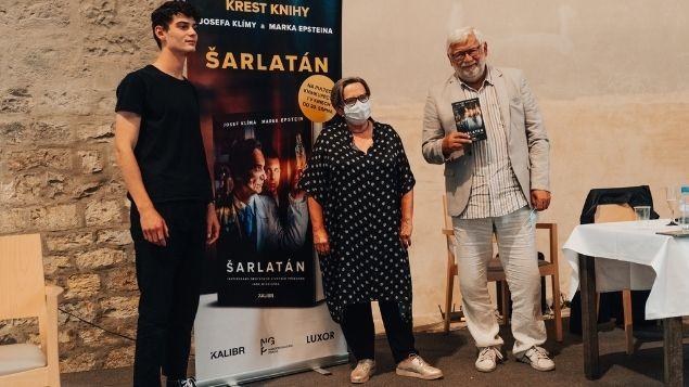 Soutěž o 3 knihy ŠARLATÁN s podpisem režisérky a hlavních protagonistů příběhu