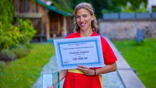 Vítězem letošní LITERÁRNÍ CENY se stal román Zčeho je den