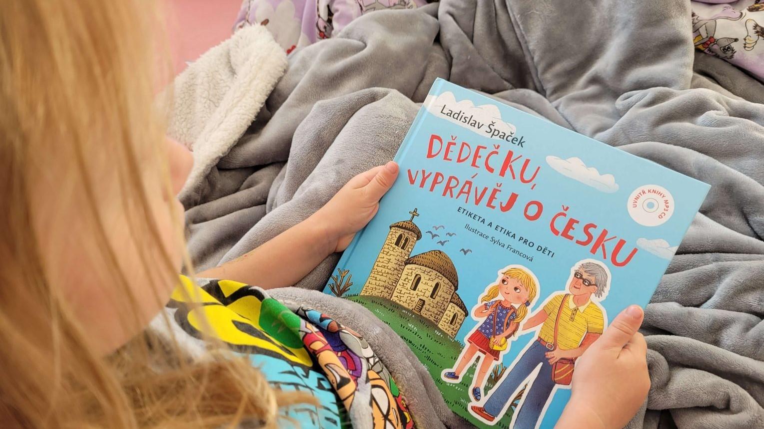 Jaká je dětská knížka od L. Špačka – Dědečku, vyprávěj o Česku